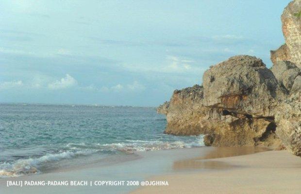 Padang-Padang Beach Bali, Paradise for surfers